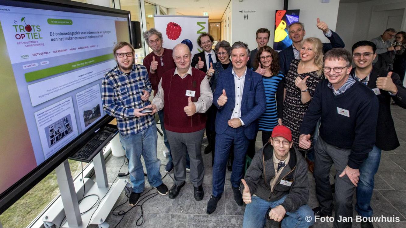 Groepsfoto lancering website Trots op Tiel